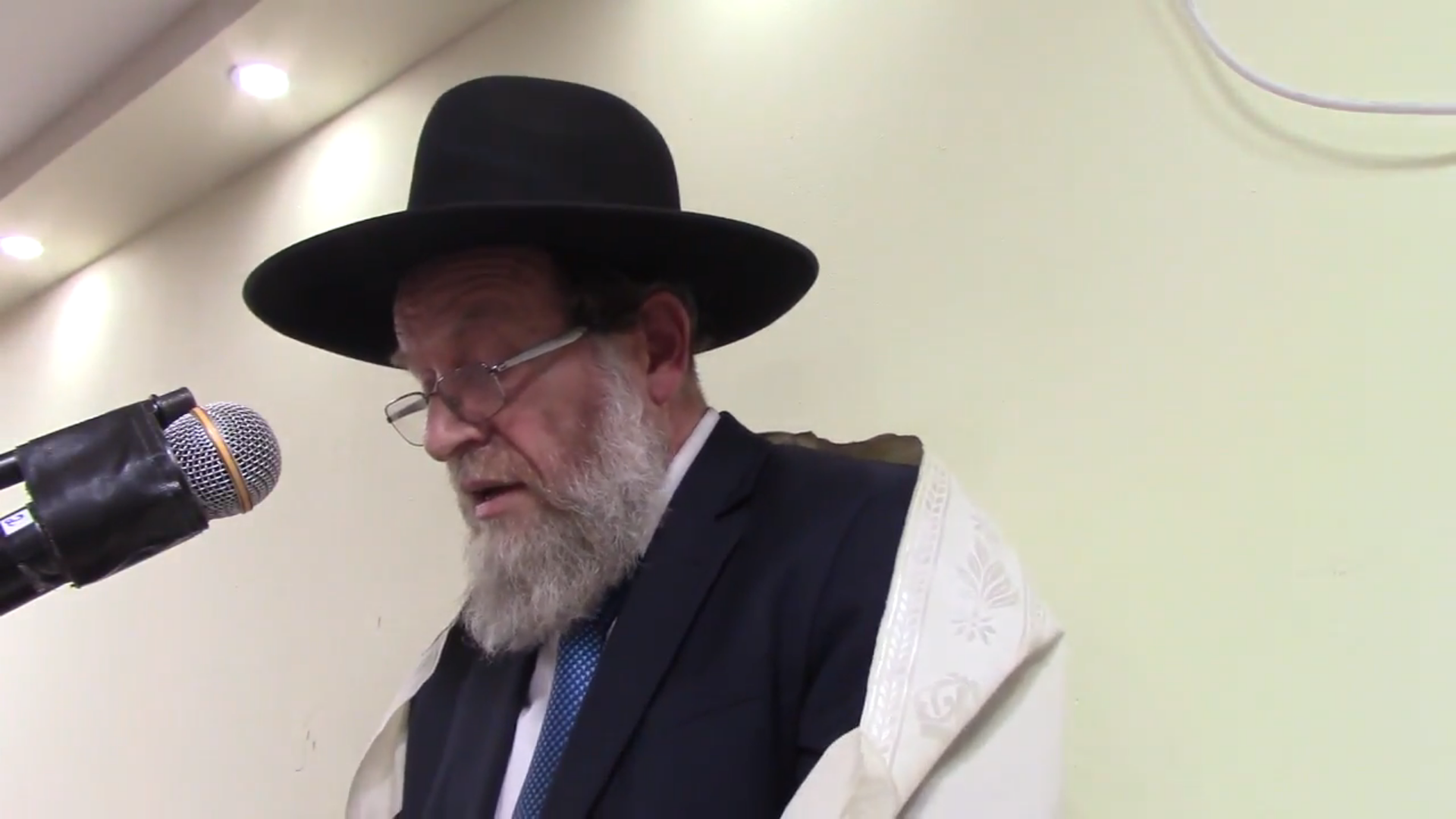"The Popular Minhag of ""Stealing"" the Afikomen. Not Everyone Does It."